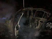 Požár osobního auta u čerpací stanice v Borku
