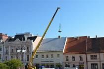 Začala oprava střechy knihovny.