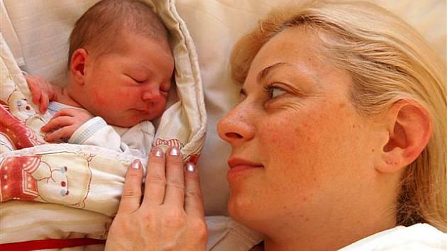 Tereza TICHÁ ze Starého Plzence se narodila 14. listopadu 30 minut po půlnoci.  Terezka vážila při narození 3200 gramů, měřila 51 cm.