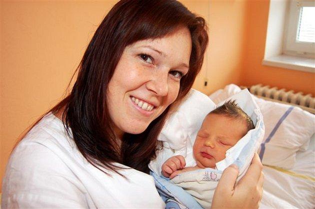 Petr ŠTYCH ze Zdemyslic se narodil na sále rokycanské porodnice 26. prosince v deset třicet dopoledne. Manželé Andrea a Petr znali pohlaví svého druhého dítěte dopředu. Doma už mají malou Vendulku (2,5 roku). Petřík vážil při narození 3780 gramů, 50 cm.