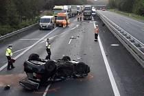 Střet dvou osobních aut na dálnici D5 nedaleko Holoubkova.