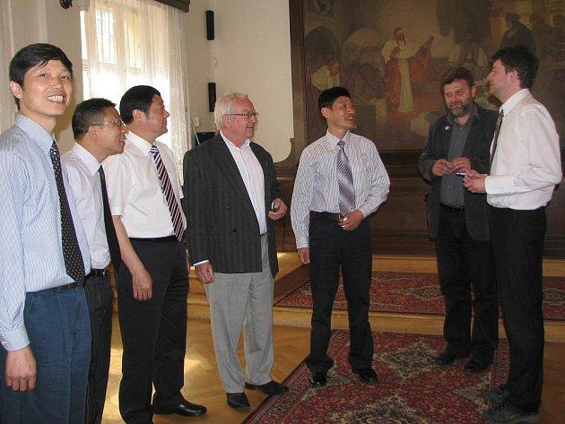 Zástupci čínského města Shaoxing v úterý zamířili do rokycanské radnice.