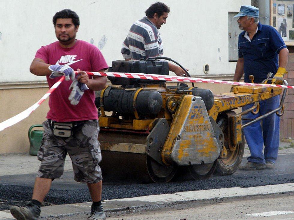 Chodník v rokycanské Jiráskově ulici se dočkal rekonstrukce.