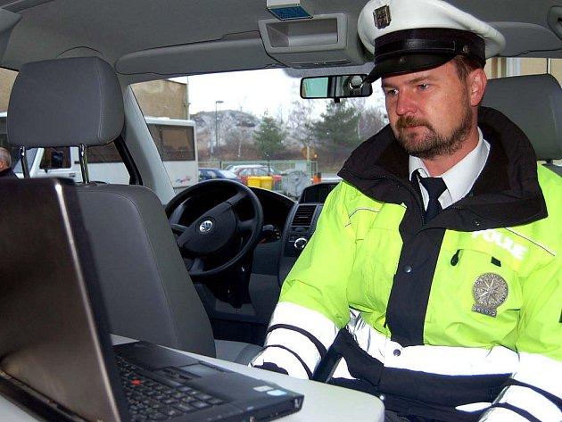 Josef Kreidl nám představil zbrusu nový Volkswagem Transporter. Může v ně vyřešit nehodu na místě.