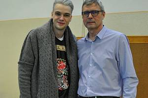 Mikolas Josef s ředitelem devítiletky Jižní předměstí Bohumilem Noskem.