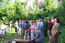 Čtyřicítku zájemců vzalo s sebou Sdružení pro obnovu památek Rokycan a okolí na výpravu do přístupných i stále ještě zapovězených oblastí vojenského prostoru Brdy.