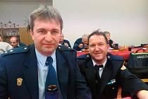PREVENTISTA Marek Sýkora (vlevo) z příkosického sboru společně s Vladimírem Vaindlem (SDH Mirošov zástupce velitele) domlouvali na výroční valné hromadě další spolupráci.