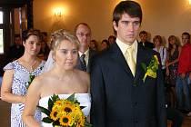 O svatební obřady v opraveném křídle mirošovské radnice je zájem.  Minule tu na společnou pouť vykročili