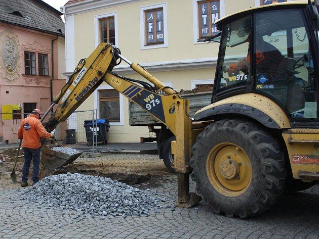 VŠECHNO JE PŘIPRAVENÉ, podle názoru stavbařů by dnes mělo dojít k propojení rekonstruovaného vodovodu ve Spilce s okruhem Masarykova náměstí.