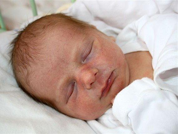 Tadeáš MAŘÍK z Dobřan se narodil 12. února v devět hodin a třicet minut. Manželé Jana a Václav věděli, že i jejich třetí dítě bude chlapeček. Doma už mají dva kluky, Šimona (5 let) a Kryštofa (2 roky). Tadeáš přišel na svět s mírami 2450 gramů a 43 cm.