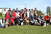 Děvčata ze Zvíkovecké kytičky zažila nevšední neděli. Vyrazila do Křimic, kde pro ně bylo připraveno zábavné odpoledne s ukázkami ze sportovního výcviku psů a agility. Nejen ona byla z celé akce doslova nadšená.