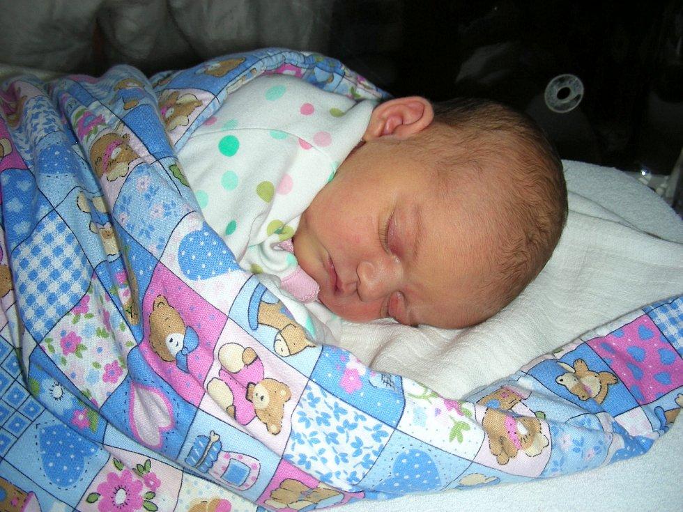VERONIKA TICHÁ spatřila prvně světlo světa 21. září 2017, vážila 3,42 kg a měřila 51 cm. Rodiče Martina Chumova a Pavel Tichý si prvorozenou dcerku Verunku odvezli z hořovické porodnice domů do Strašic.
