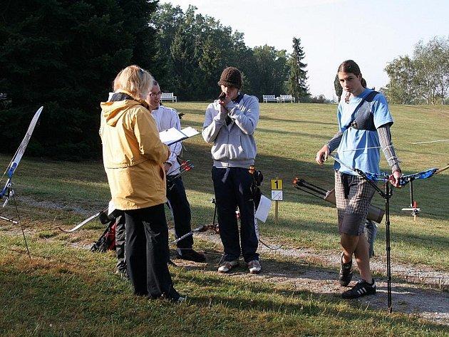 Petr Rada (vpravo) spolu s trenérkou Pavlou Pelikánovou při tréninku v terénu.