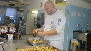 Elitní kuchaři vařili pro nemocnici