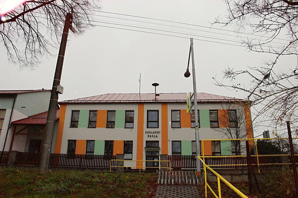 Přístavbou by hamerská škola získala další dvě třídy.