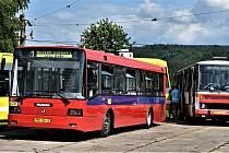 Dva autobusy Škoda Ab21, vyrobené před 25 lety v Ostrově nad Ohří, jsou součástí Muzea dopravy ve Strašicích. Půjčili si je norští filmaři a oblékli je do barev hromadného přepravce v Oslu.