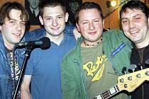 Rokycanské vystoupení kapely The Spiders bylo napřelomu pátku a soboty mimořádné. Muzikanti hráli v baru U Habakuka naposledy v obvyklé sestavě, neboť je opouští Jirka Hrdý.