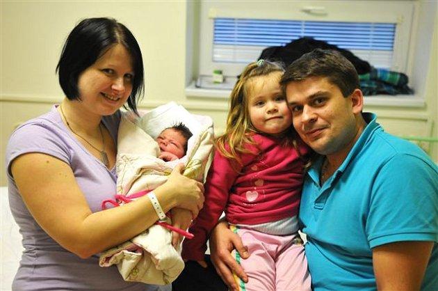 Aneta ČIHÁKOVÁ z Rokycan si poprvé zakřičela na porodním sále rokycanské nemocnice 20. prosince. Narodila se v 17 hodin a 22 minut. Maminka Gabriela a tatínek Tomáš věděli dopředu, že jim k prvorozené dceři Agátě přibude druhá holčička (3340 g, 48 cm).