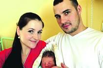 DAVID ŽÁK se z porodnice přemístí za pár dnů do sousedních Volduch. Narodil se 26. ledna ve 14.45 hodin a měřil 49 centimetrů. Váha se ustálila na 3200 gramech. Pro maminku Martinu a přítele Vladimíra bylo pohlaví druhého děťátka překvapením.