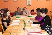Pro žáky čtvrtých ročníků ze středních škol v Rokycanech byl čtvrtek posledním maturitním dnem.