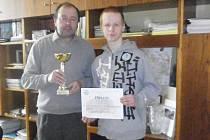Ředitel SŠ v Jeřabinově ulici Václav Vild spolu s úspěšným Lukášem Dostalem.