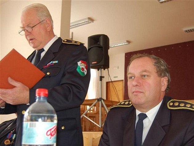 Starostové sborů dobrovolných hasičů cestovali v sobotu ráno do Bujesil.