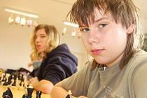Třetí Vánoční turnaj si v sobotu zahrálo jedenáct mladých šachistů v rokycanském Domě dětí a mládeže. Byli mezi nimi Jaroslav Kadlec (vpravo), v pozadí je Michal Pikna.