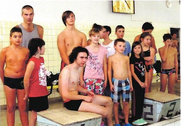 VÝZNAMNÁ skupina amatérských plavců z Rokycan a okolí se podílela na vytvoření dvou nových českých rekordů v extrémní vzdálenosti 100 kilometrů.