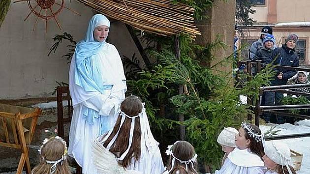Živý Betlém se rozprostře 6. ledna před kostelem Panny Marie Sněžné v Rokycanech.