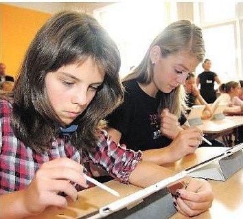 ROKYCANSKÁ DEVÍTILETKA TGM je jedinou ZŠ v kraji, které se týká projekt Škola dotykem. Žáci i pedagogové se zapojili do výzkumu o užívání technologií ve výuce.