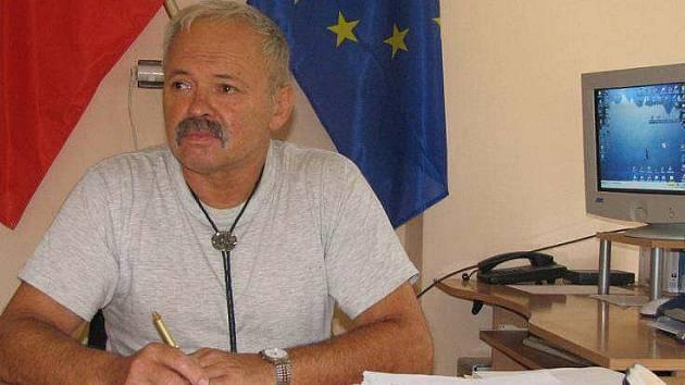 Jan Neoral, starosta Trokavce, je zásadně proti umístění radaru v Brdech.