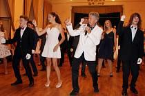 Vystudoval také taneční konzervatoř a po jejím absolvování a vytančení mezinárodní třídy ve standardu i latině začali Krejčíkovi tanec vyučovat.