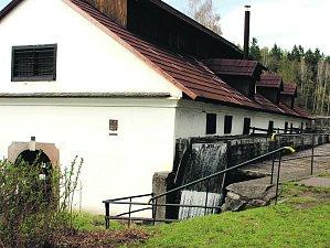 VODNÍ HAMR na okraji Dobříva je národní technickou památkou. Stojí zde od šestnáctého století a stal se součástí třicetileté války nebo napoleonských bitev.