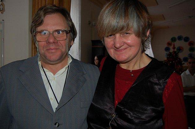 V liblínském Domově sociálních služeb se včera setkali se sponzory a přáteli tohoto zařízení. Jirka a Maruška oficiálně deklarovali, že se vezmou 29. 4. 2011.
