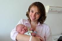 MIKULÁŠ VALEŠ z Rokycan přišel na svět 12. května jako prvorozený syn manželů Ivety a Jana Valešových. Narodil se ve 14 hodin a 21 minut a jeho porodní míry činily 3940 gramů a 51 cm.