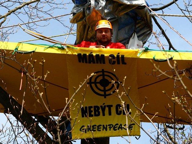 Část vojenského prostoru v Brdech obsadili aktivisté Greenpeace.