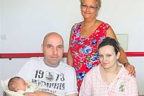 Filip KAREL z Rokycan bude mít ve svém rodném listu datum narození 15. června. Přišel na svět šest minut před půlnocí. Manželé Tereza a Martin Petrovi věděli dopředu, že si z porodnice ponesou domů malého chlapečka.Malý Filípek vážil 3390 g, měřil 49 cm.