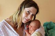 DAVID RALIŠ z Rokycan přišel na svět 25. dubna, sedm minut po půlnoci. Manželé Sandra a Luboš znali pohlaví svého prvního potomka dopředu. Malý Davídek vážil při narození 2410 gramů, měřil 44 centimetrů.