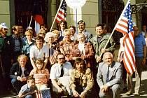 Členové SPUSA 7. 5. 1990 při oslavách osvobození.
