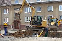 Rekonstrukce pokračuje, změna termínů se ale městu nelíbí.
