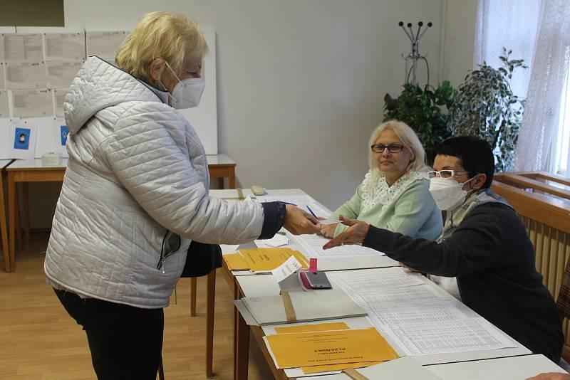 Na jihu malého okresu (Kamenný Újezd, Hrádek, Skořice, Vísky, Příkosice, Mirošov) byl o výběr nových poslanců zájem