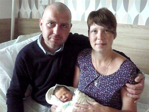 V hořovické porodnici U Sluneční brány přivítali 15. srpna ve čtrnáct hodin a šestnáct minut na svět chlapečka Dominika SAZIMU, který po porodu měřil 49 centimetrů a vážil 3340 gramů. Vladimír Sazima a Markéta Skalová si svého synka odvezou do Mirošova.