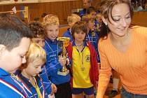 Hned dvou sad zlatých medailí se dočkali v sobotu nejmladší fotbalisté FK Kohouti Rokycany.