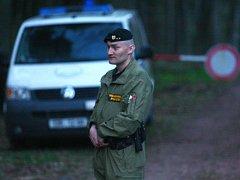Vojenská policie od pondělního odpoledne hlídkuje na všech přístupových cestách.