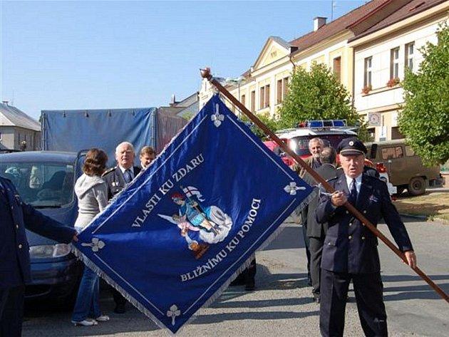 Svěcení praporu (je v modro–červeném provedení) si naplánovali na sobotu dobrovolní hasiči z Radnic.