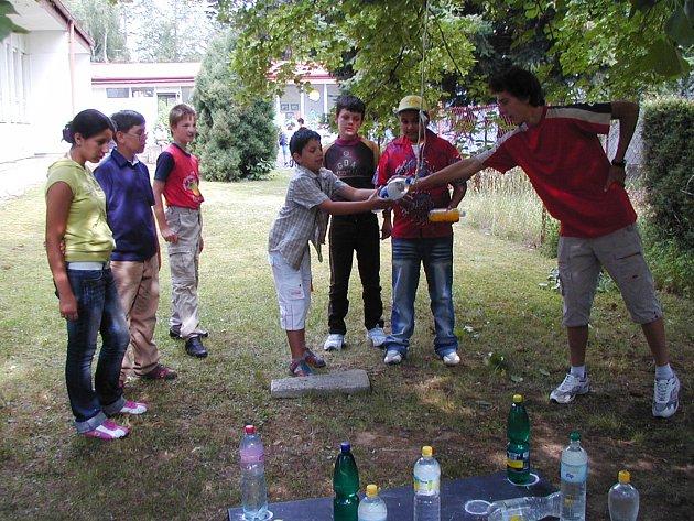 Děti z Čechovy ulice měly školu hrou.
