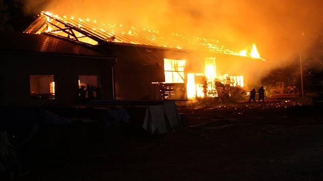 Pila v Dobřívě lehla popelem