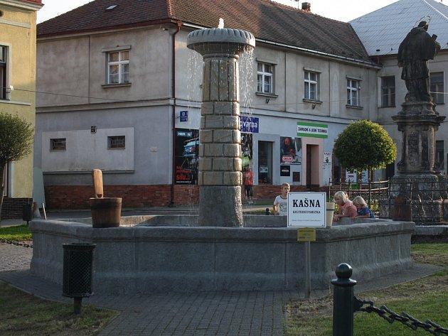 NOVOU PODOBU získala barokní kašna na náměstí Kašpara Šternberka. Slavnostní otevření se uskutečnilo 17. září letošního roku. Celá soustava je znovu ukotvená, zpevněná a vybavená novým vodním zařízením.