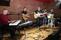 KB Akustic Band ve Vinylu.