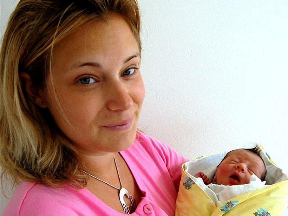 Michaela Zahradníková z Letin se narodila 17. září v 05,20 hodin, jako první dítě  manželů Kateřiny a Luďka. Po porodu vážila 3200 gramů a měřila 51 centimetrů. Rodiče věděli, že jejich prvním potomkem bude holčička, tatínek byl u porodu  přítomen.